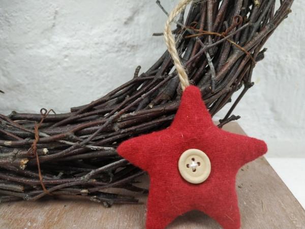 Stern aus Stoff, rot, mit Knopf, 7 cm