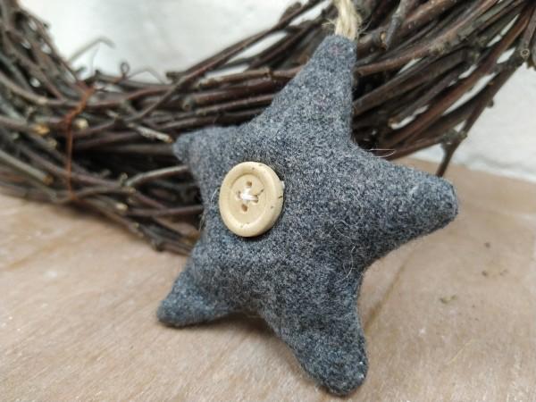 Stern aus Stoff, grau, mit Knopf, 7 cm